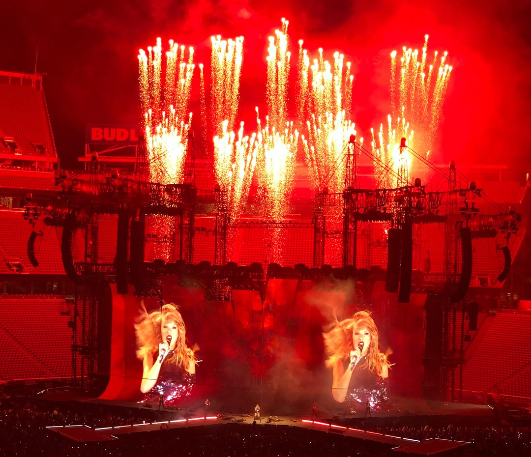 A picture that my cousin took from her seat at #RepTourSantaClara. If you tell me this isn't cool, you're delusional.