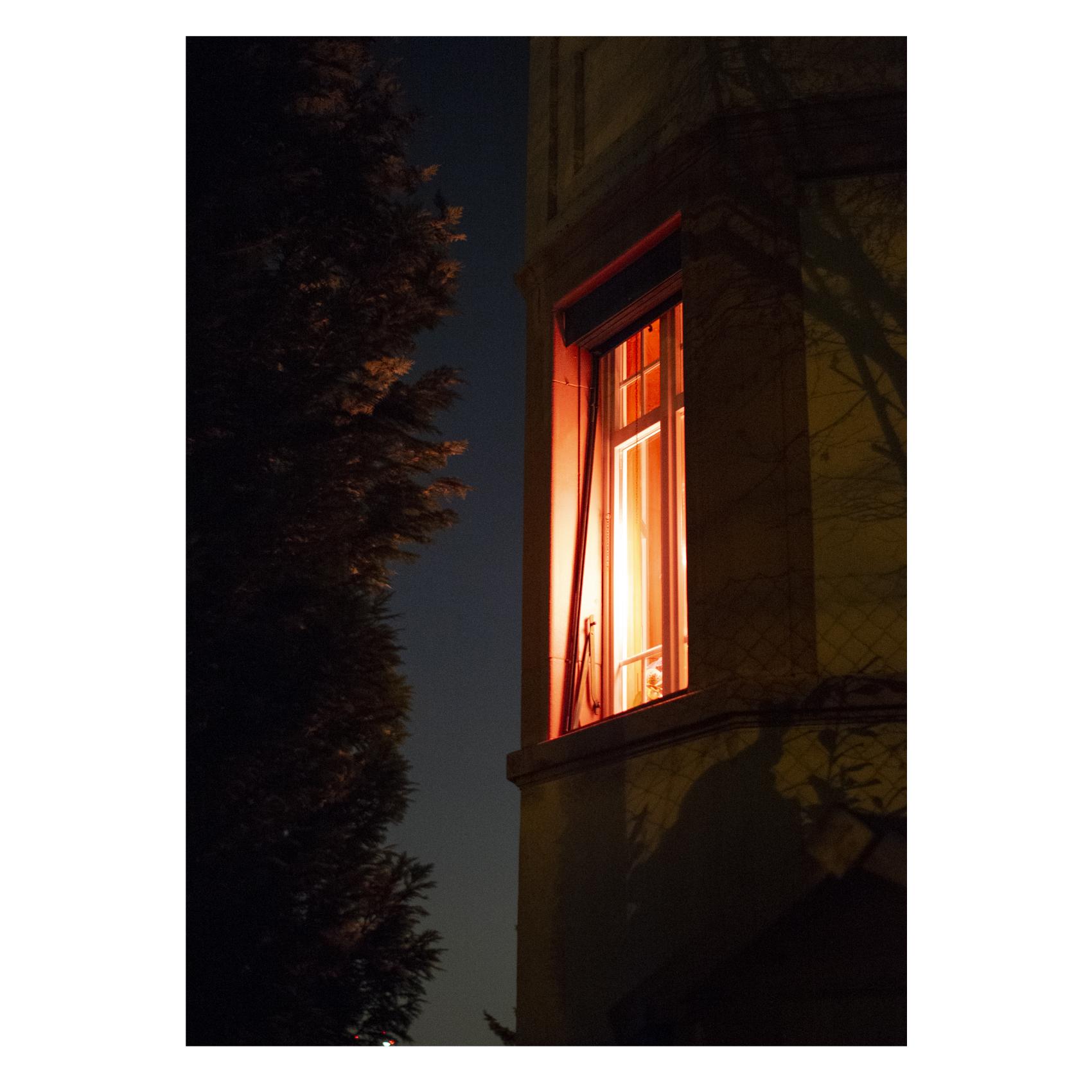 Eine Woche in der die Zeit langsamer verstreicht. Sieben Tage, mehr Nacht als Tag. Altes vergeht, Neues ist noch nicht da. Ein Bild aus einer Serie. Eine Woche, Sieben Fotografien.