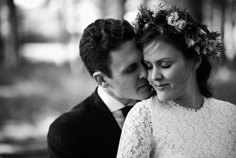 Klassiskt svartvitt bröllopsporträtt