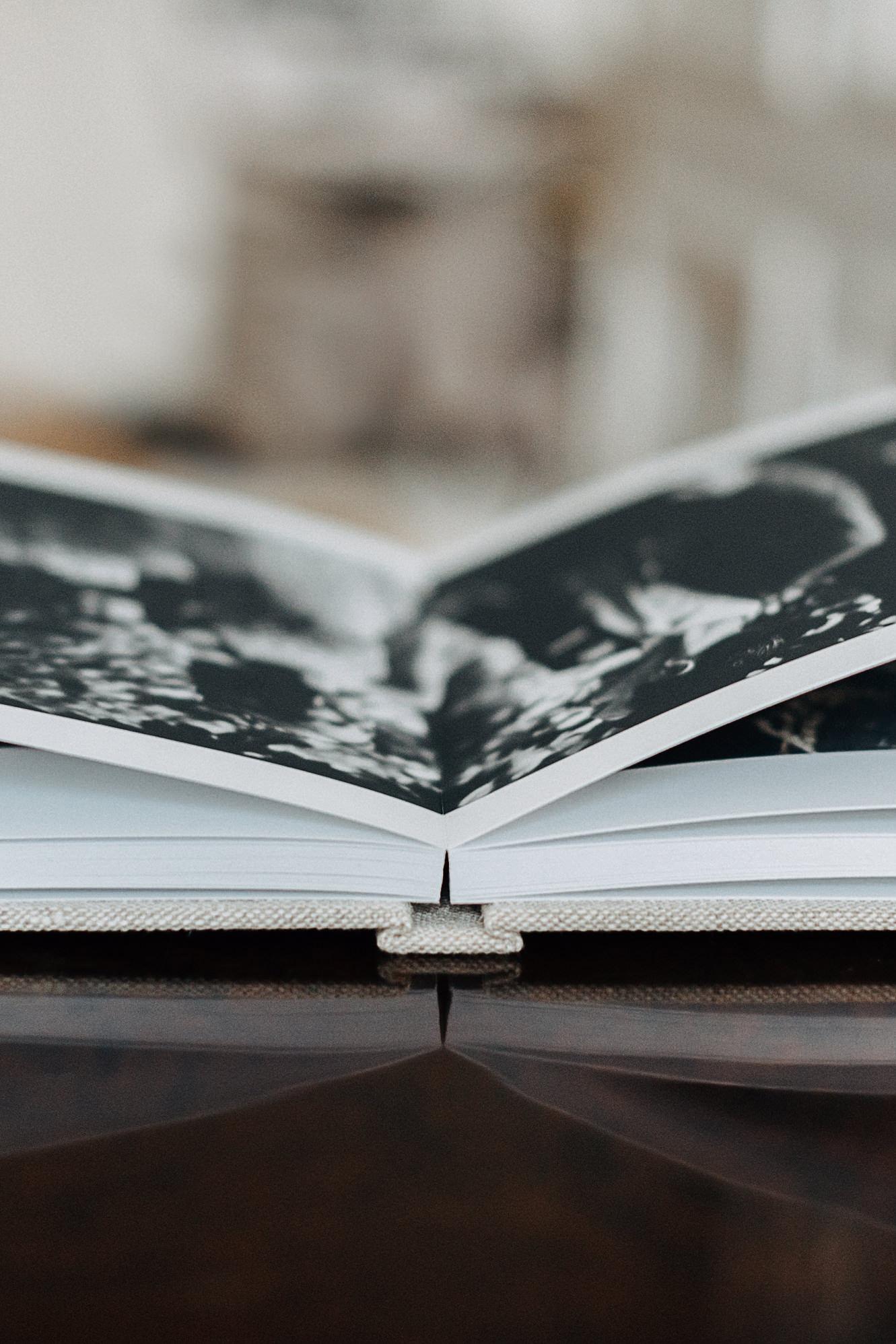 fine-art-album-bröllopsalbum-bröllopsfotograf-skåne-layflat.jpg