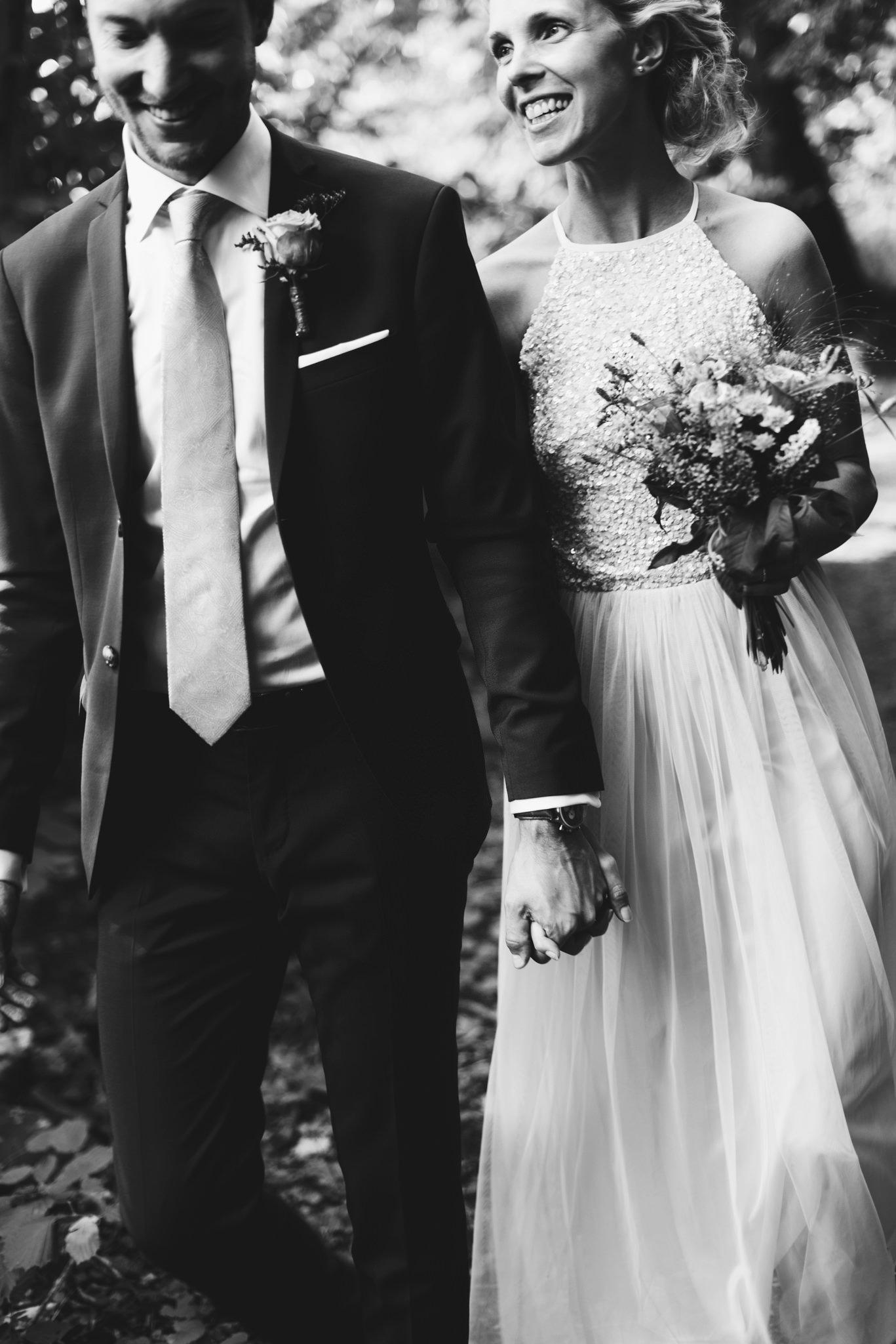 Tidlöst svartvitt bröllopsporträtt