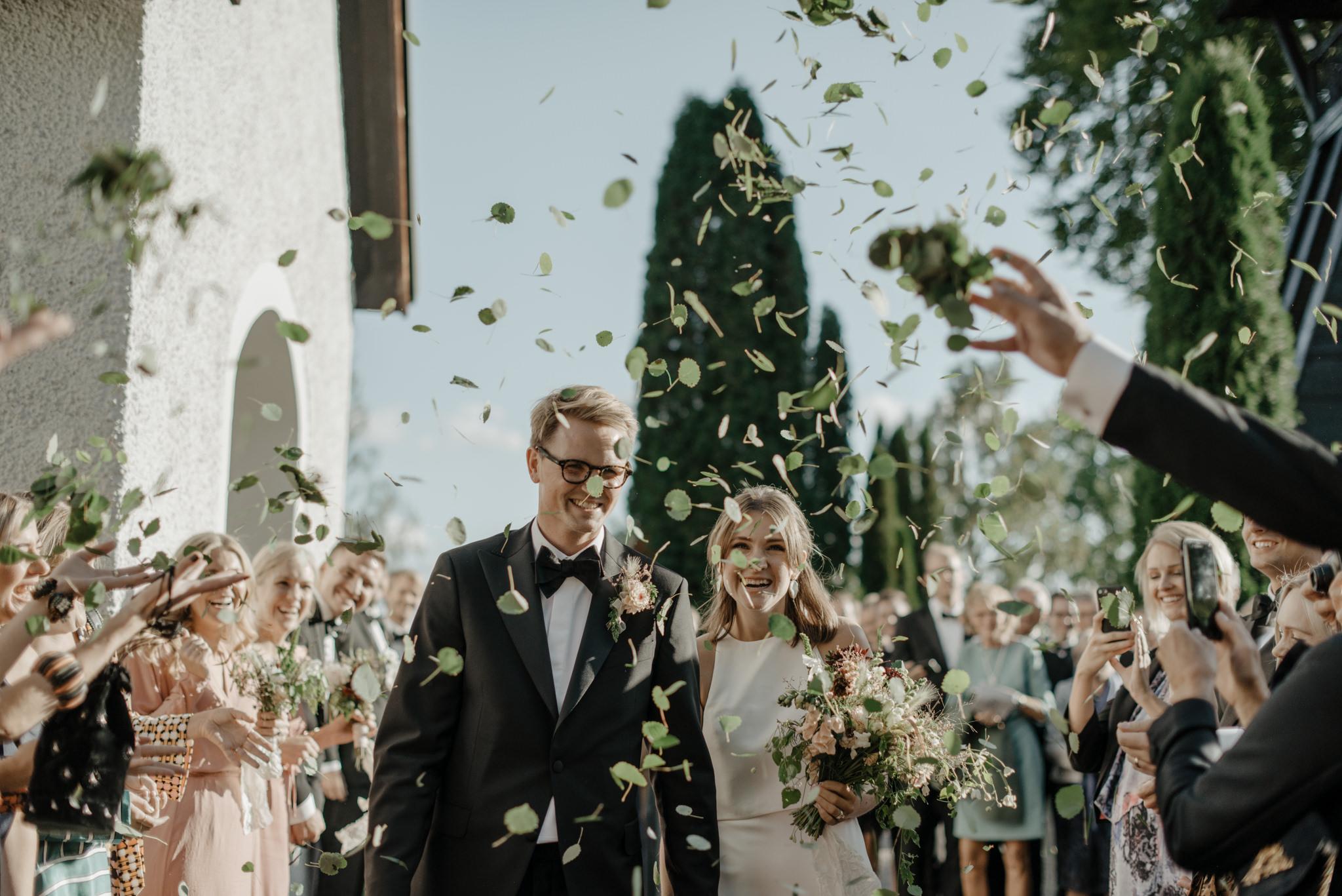 Gröna löv som bröllopskonfetti