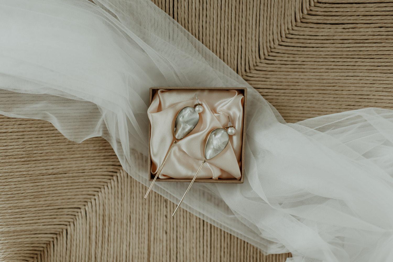 Cornelia Webb örhängen och slöja från Zetterberg Couture