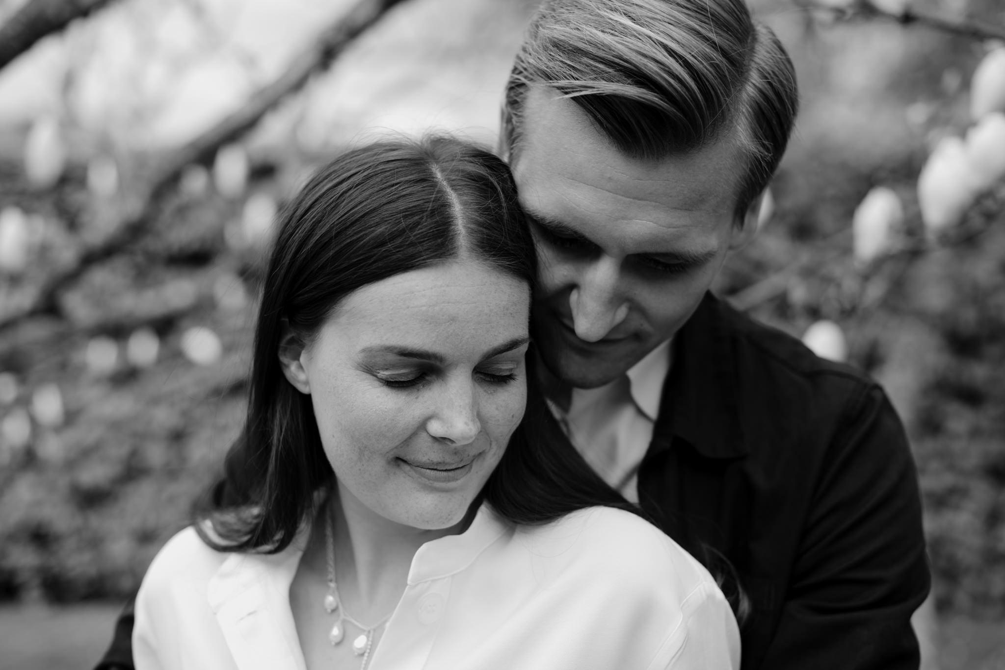 Förlovningsfotografering i Norrvikens Trädgårdar
