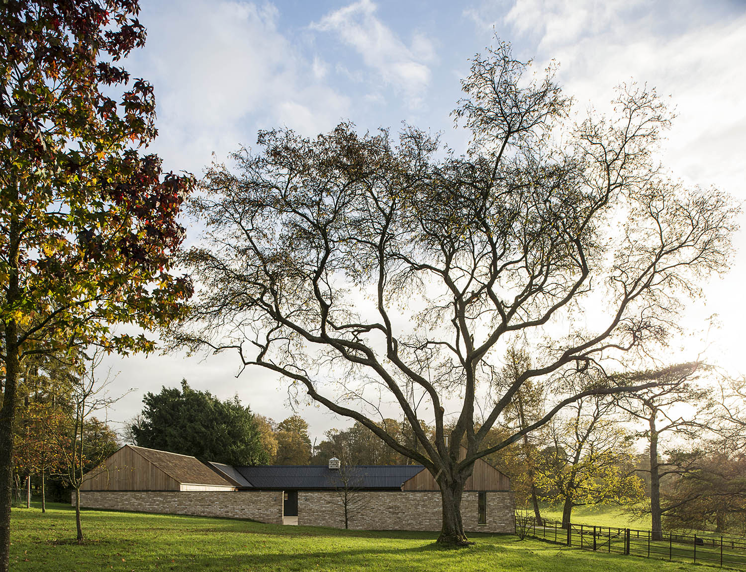 The Old Barn + Stables / Mclean Quinlan