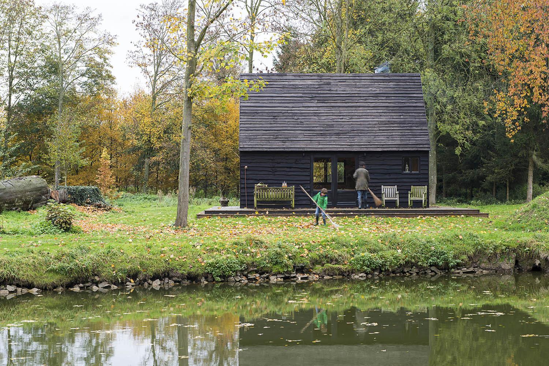 The Woodland Cabin / De Rosee Sa.