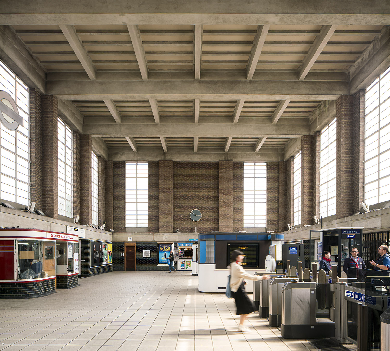 The Architecture of the Underground / Oakwood Station.