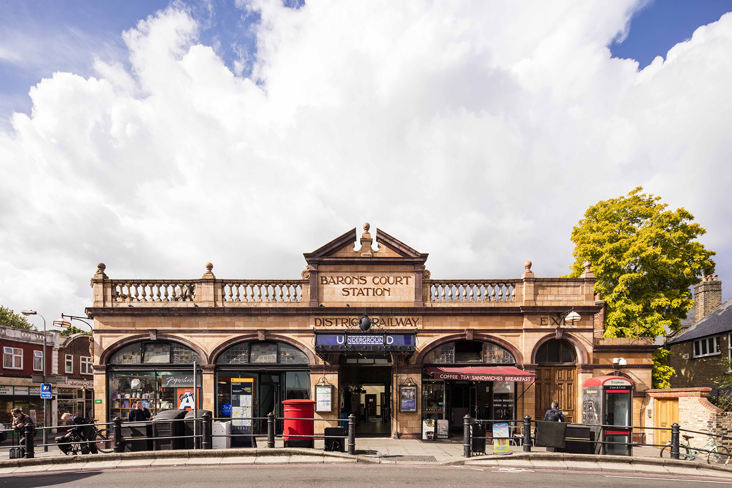 BARONS COURT STATION / ARCHITECTURE OF THE UNDERGROUND