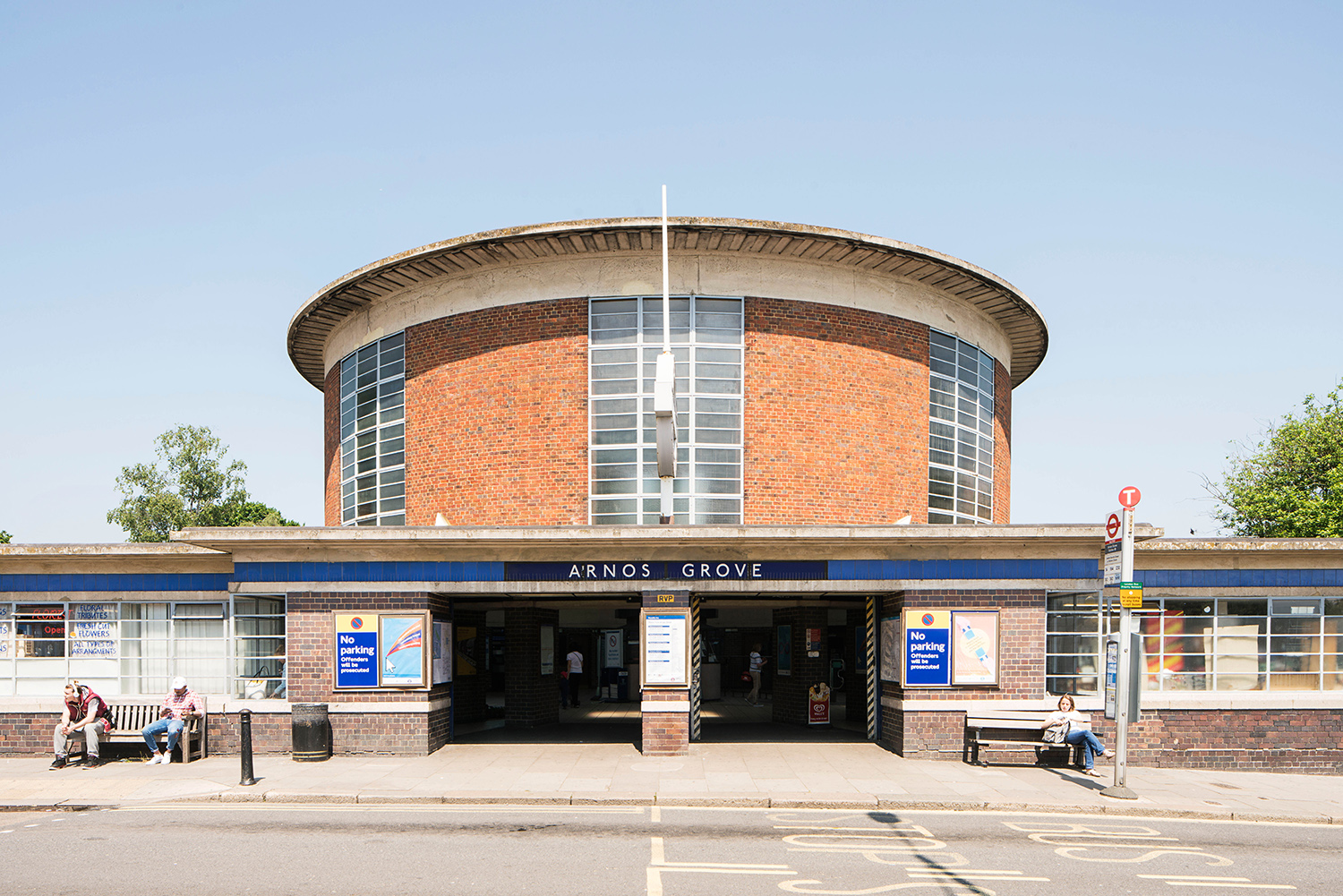 ARNOS GROVE / PICCADILLY LINE / ARCHITECT: CHARLES HOLDEN