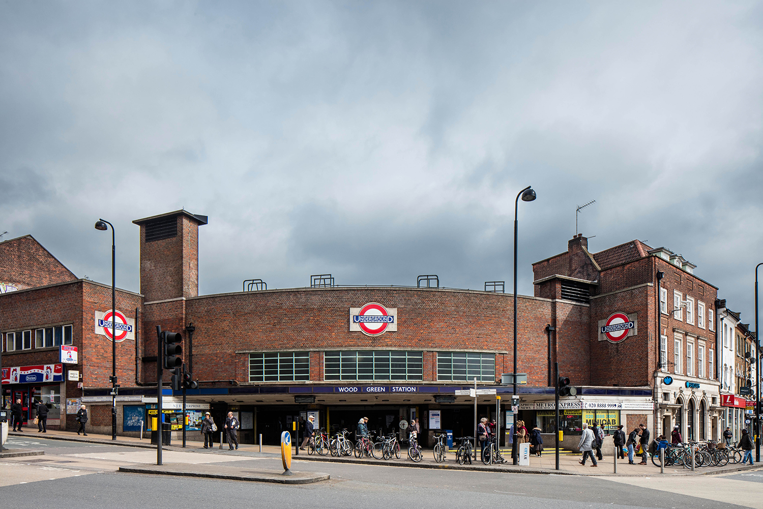 WOOD GREEN / PICCADILLY LINE / ARCHITECT: CHARLES HOLDEN