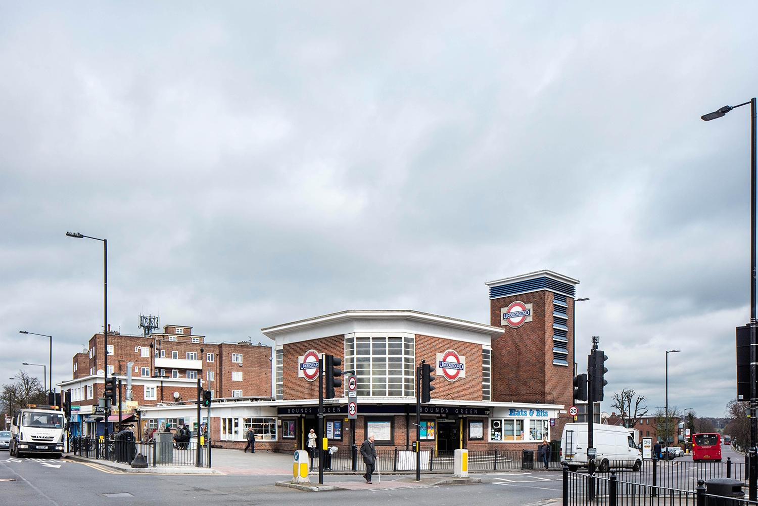 BOUNDS GREEN / PICCADILLY LINE / ARCHITECT: CHARLES HOLDEN