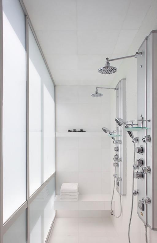 Thassos wit marmer badkamer door AMC Natural Stones geleverd.
