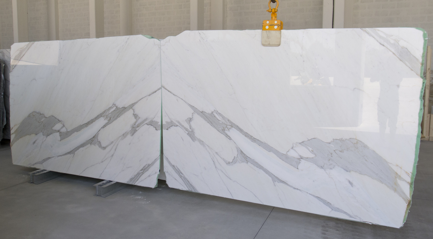 Calacatta Marble - bookmatched platen 600cm
