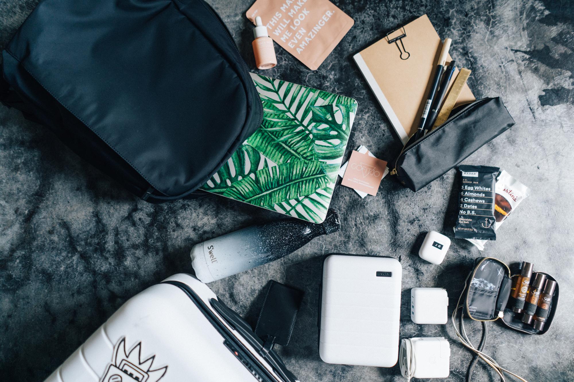 #WHATSINMYBAG - my travel essentials