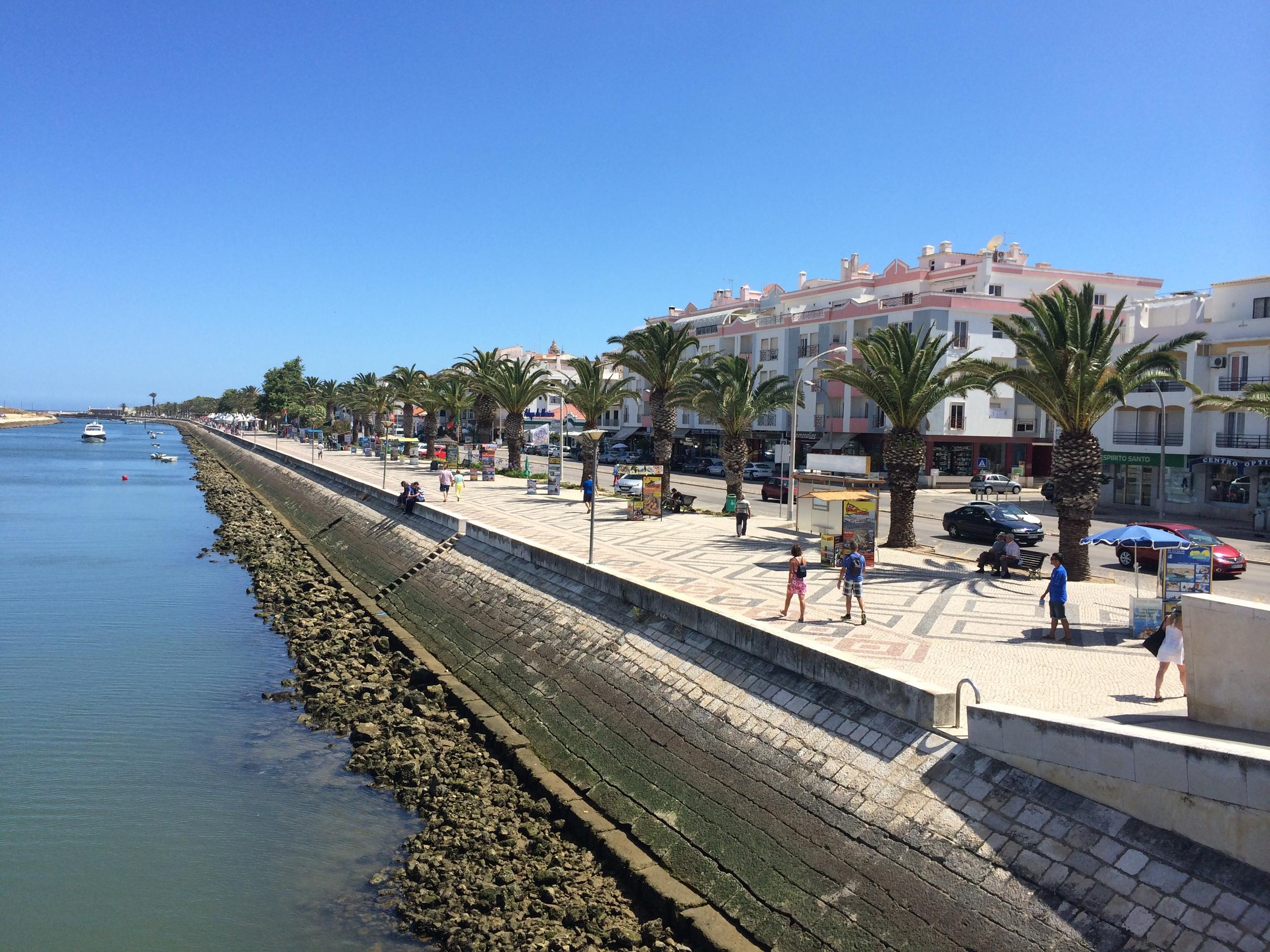 The main walkway along the marina in the city center.