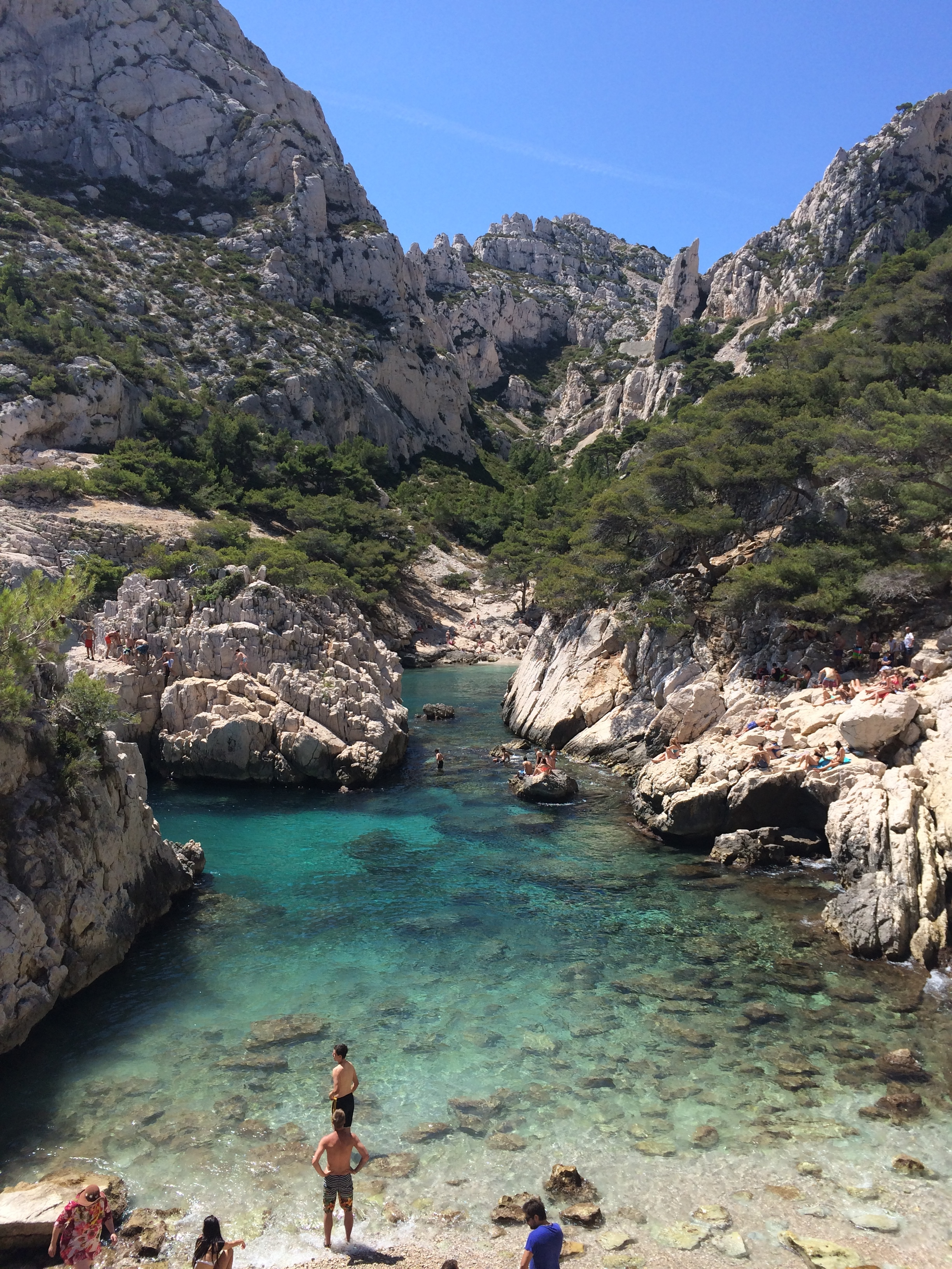 A small beach at the bottom ofCalanque de Sugiton.