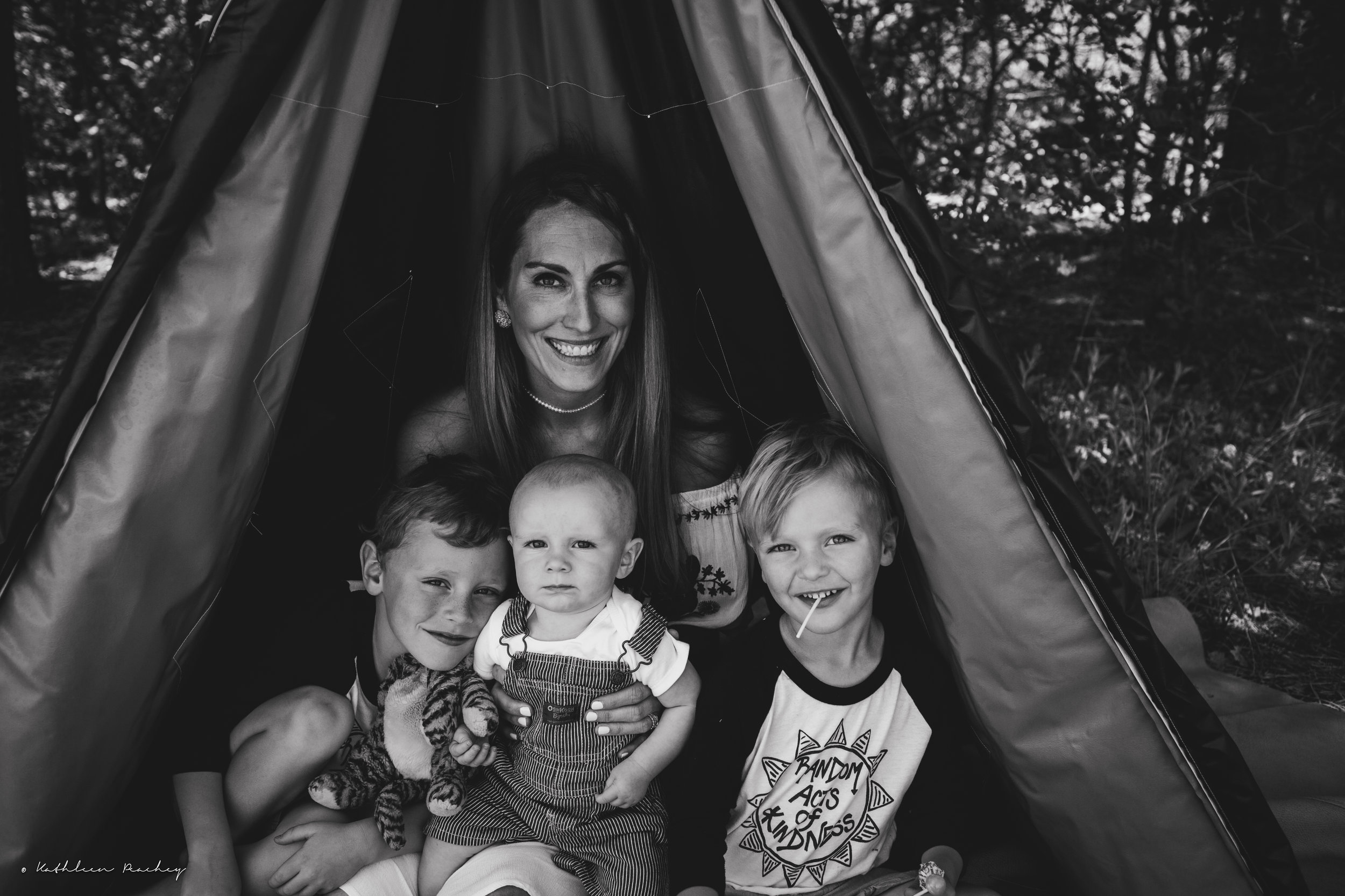 10 tips for hiring a family photographer with Kathleen Peachey