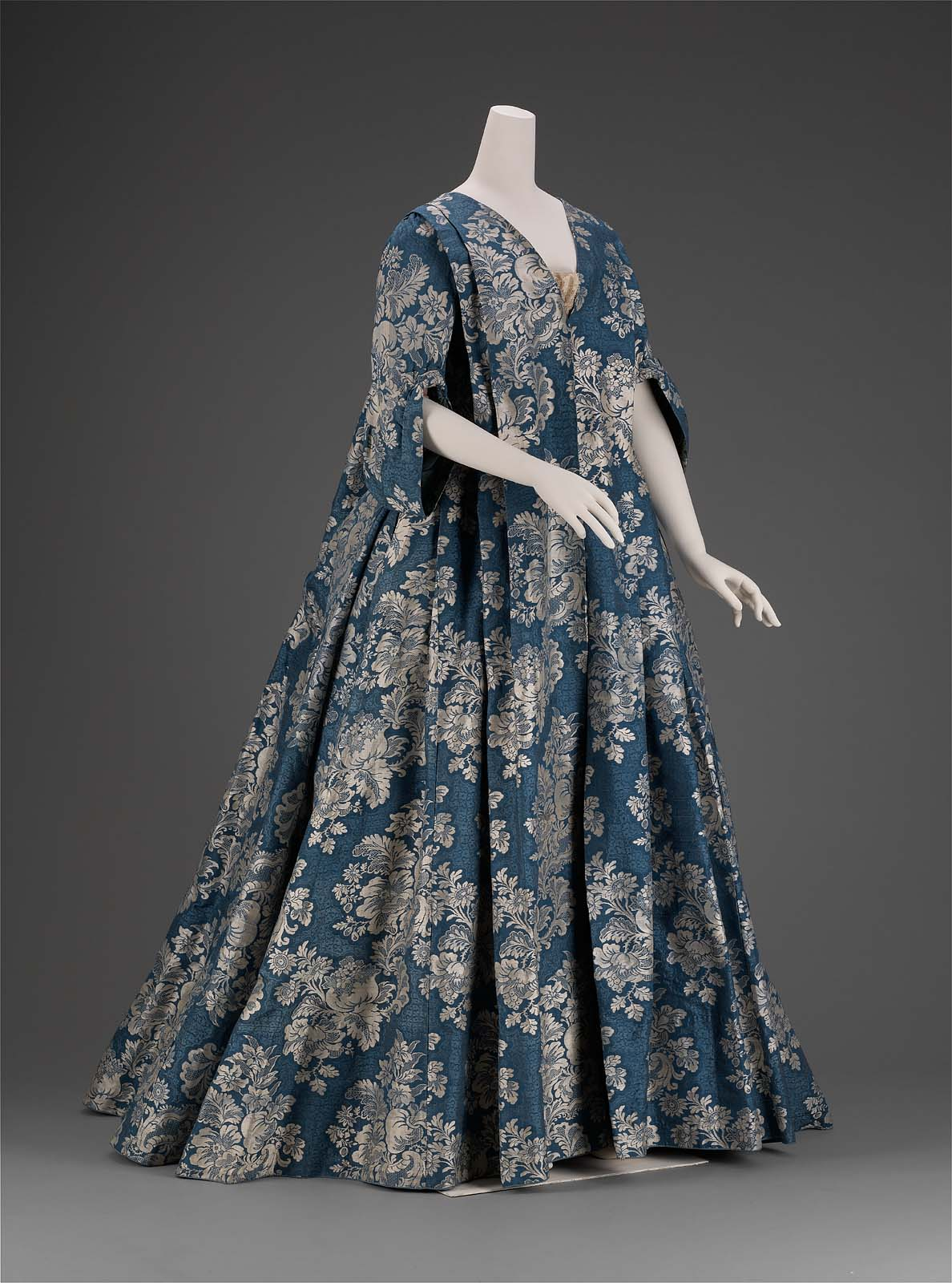 Dress and Petticoat, French 1730. Collection of the Museum of Fine Arts, Boston