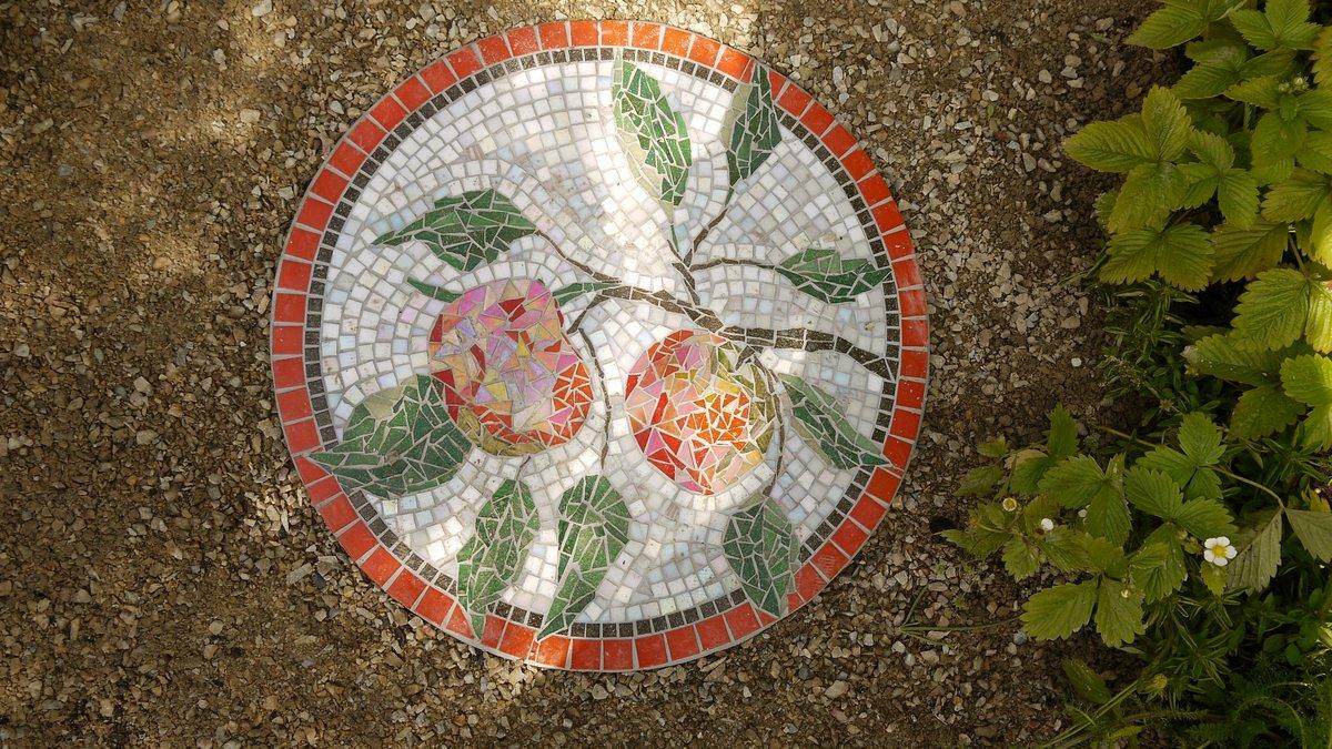 Apple mosaic by Dawn Aston 45cm diameter.JPG