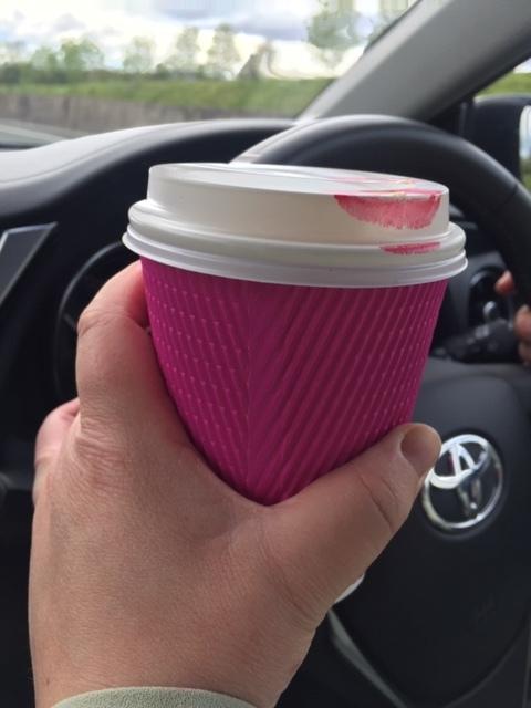 """Mästerfotografen Erika Gerdemark och jag """"on the road again"""", nu senast på skumpiga irländska vägar. Kaffe behövs alltid i bilen."""
