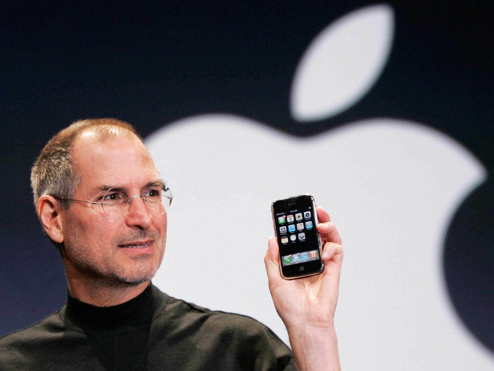 Steve-Jobs-First-Iphone-packaging