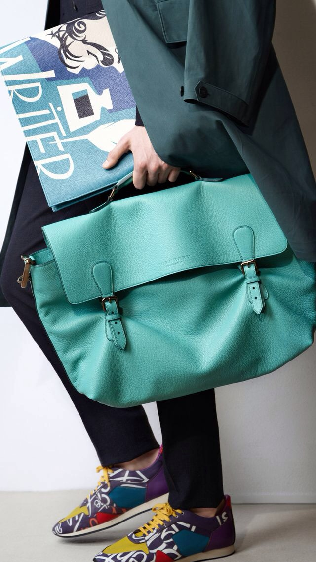 THE TRAVEL SATCHEL IN GRAINY LEATHER
