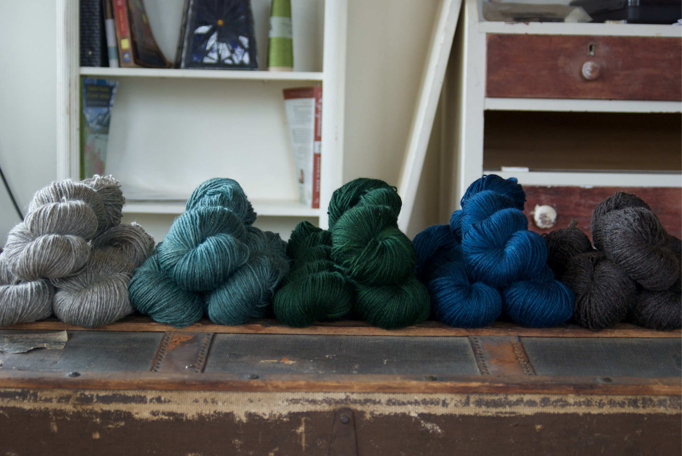 From left to right; Light Gray (Undyed), North Atlantic (custom blue/green), Nordic Tug Green (custom green) Medium Blue, and Dark Gray/Brown (undyed).