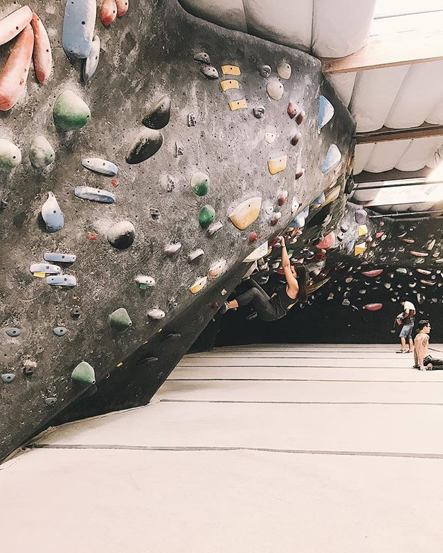One of my goals for this year is to find an affordable way to work out (that's also fun!). Yesterday, I tried bouldering for the first time and wow! I think I'm in love. Catch me trying to flash some beginner's problems as soon as I have time to go back. . . . . . #boulderinggym #boulderinglife #boulderingbabes #fitnessfun