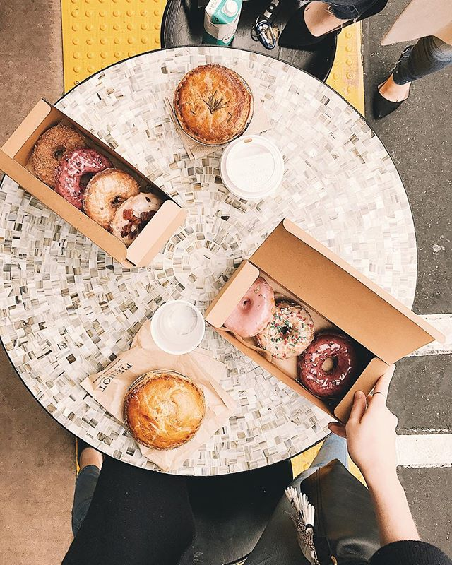 A holiday to celebrate one of my favorite round foods for every mood? That's what I'm talking about. Happy #nationaldonutday! 🍩 . . . . . #ocblogger #ocfoodies #ocfoodie #sidecardoughnuts #donutday