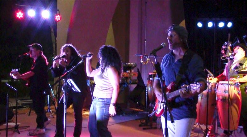 Mr. Nice Guy's Magoo, Alex Lencina, Maria De Crescenzo, Tom Hall and Johnny O performing.