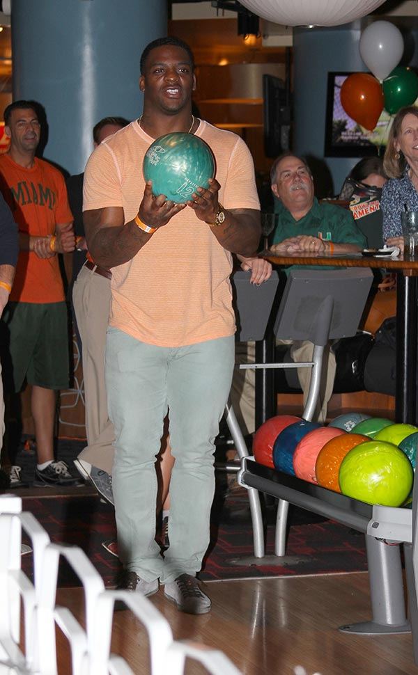Clinton Portis bowls at 2014 event