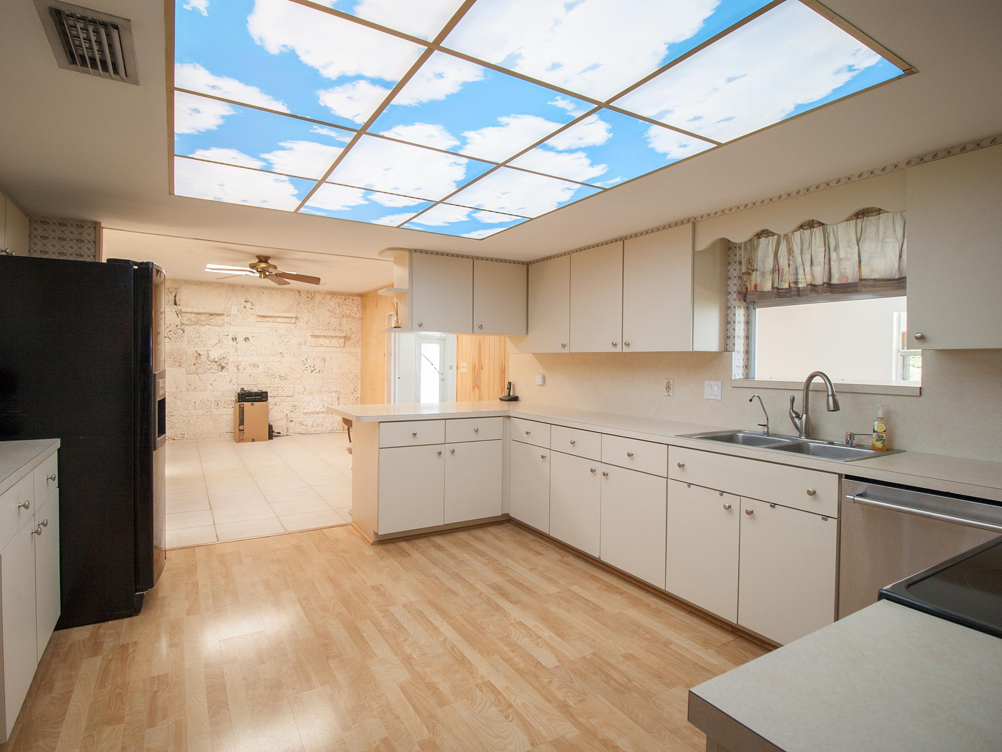 10_Kitchen2.jpg