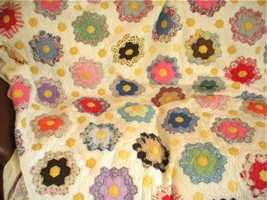 VINTAGE GRANDMAS FLOWER GARDEN QUILT