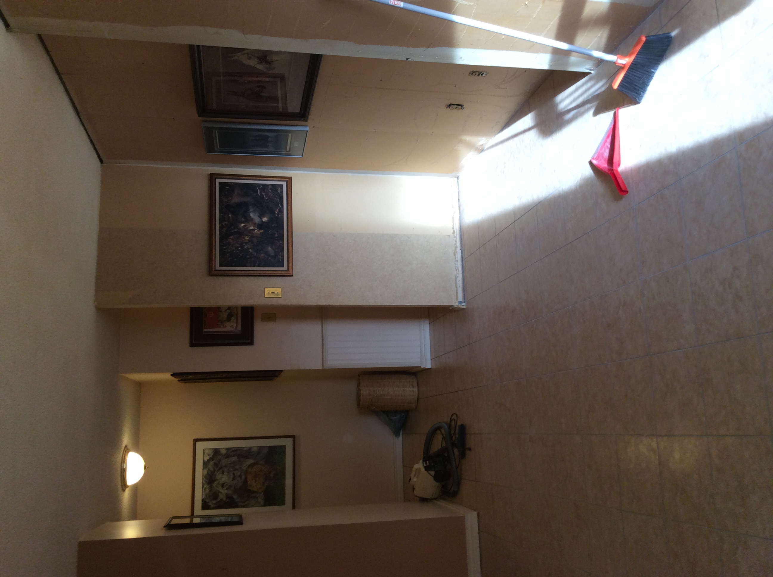 Inglewood+Condo+Livingroom+Before.JPG