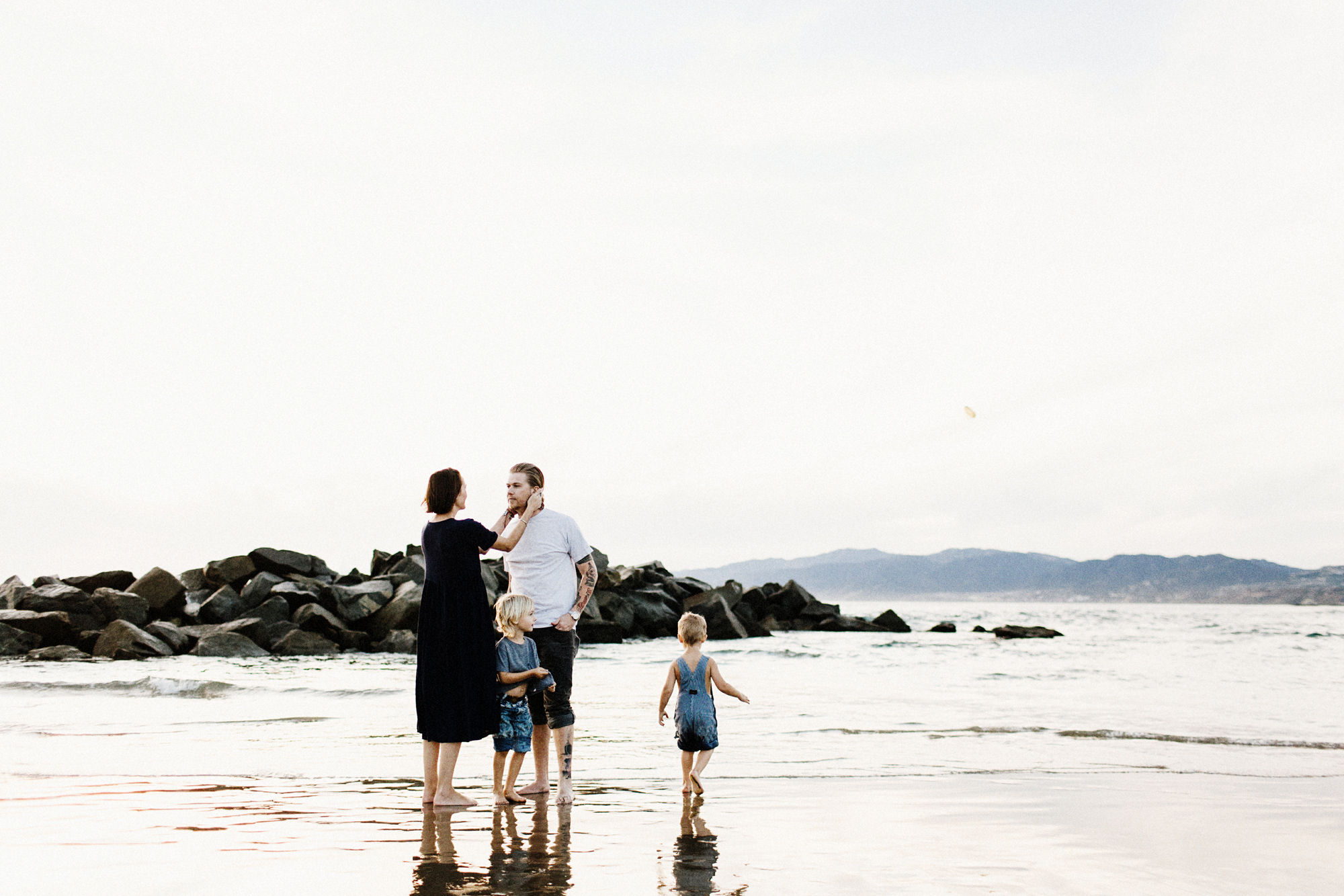 011-family-in-venice-beach.jpg