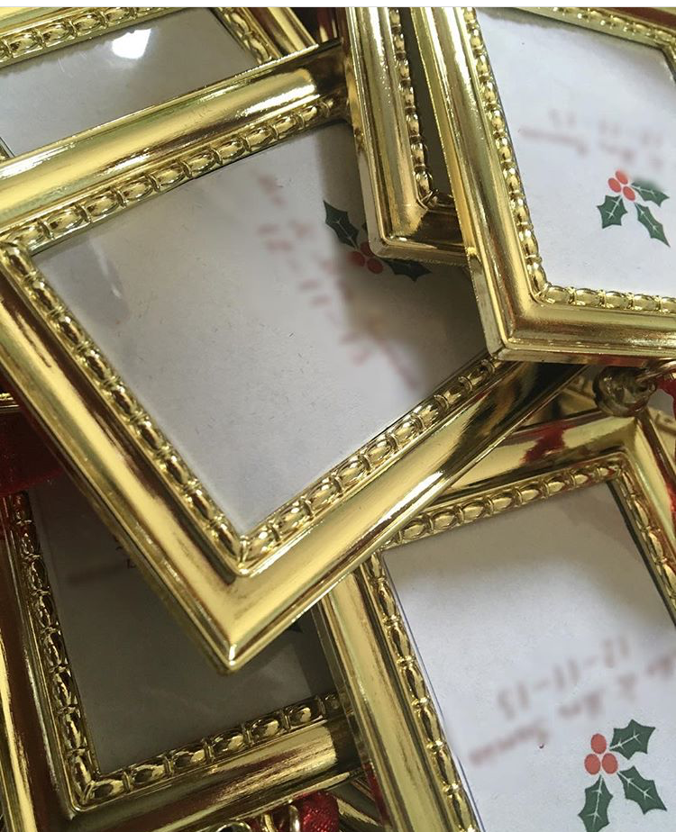 Gold picture frame favors that were placed on each plate setting