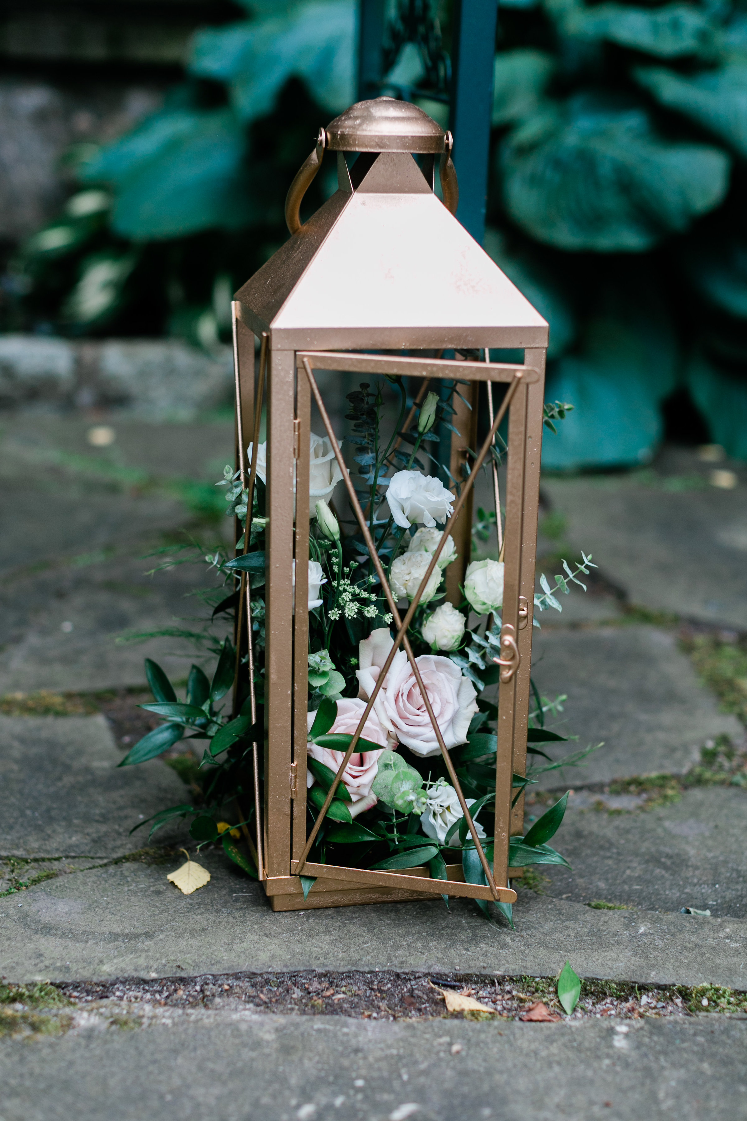 Evelisa Floral & Design | Gold Lantern with flowers | Ceremony decor