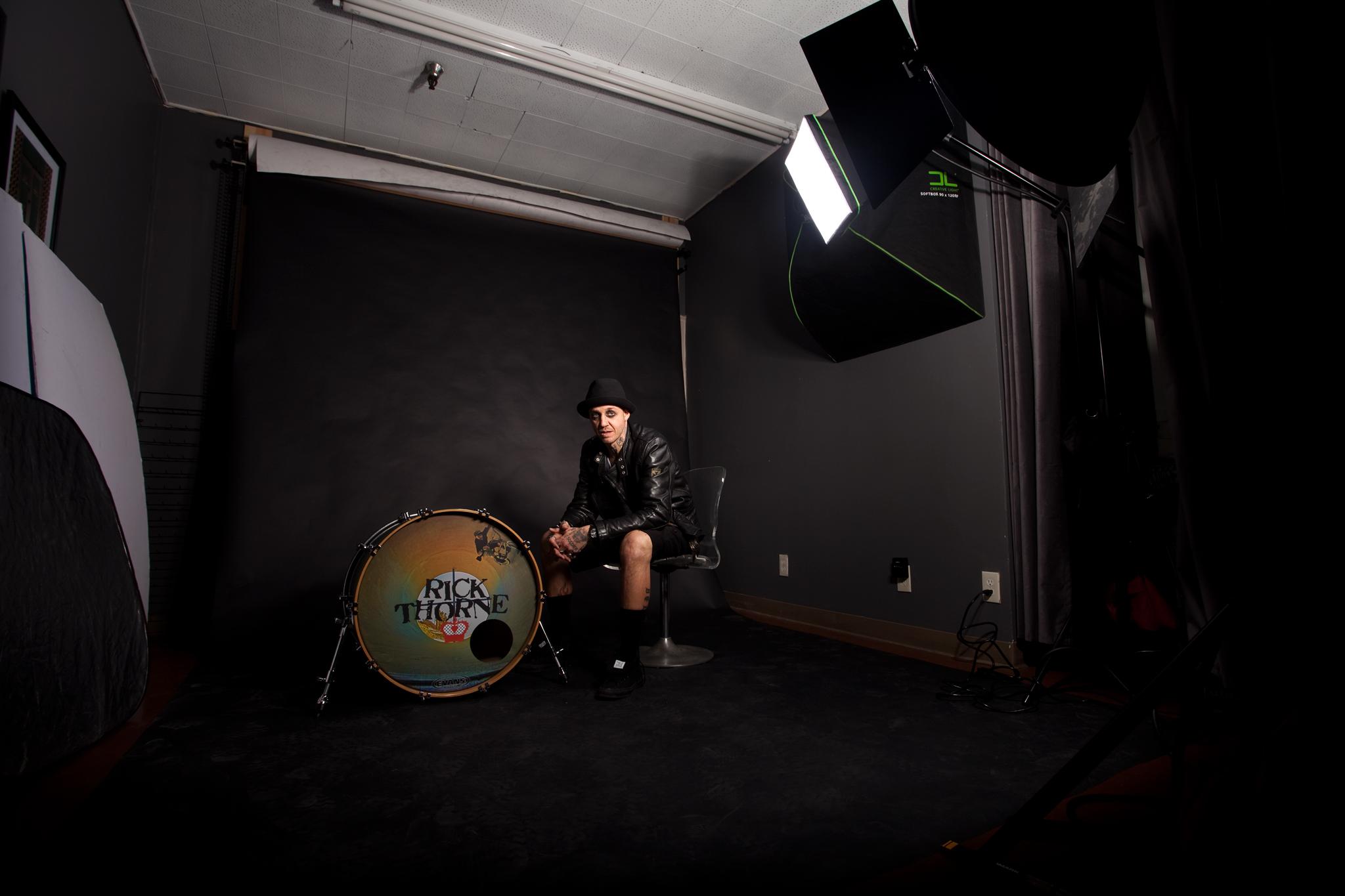 Rick Thorne in my studio behind the scenesmid-shoot