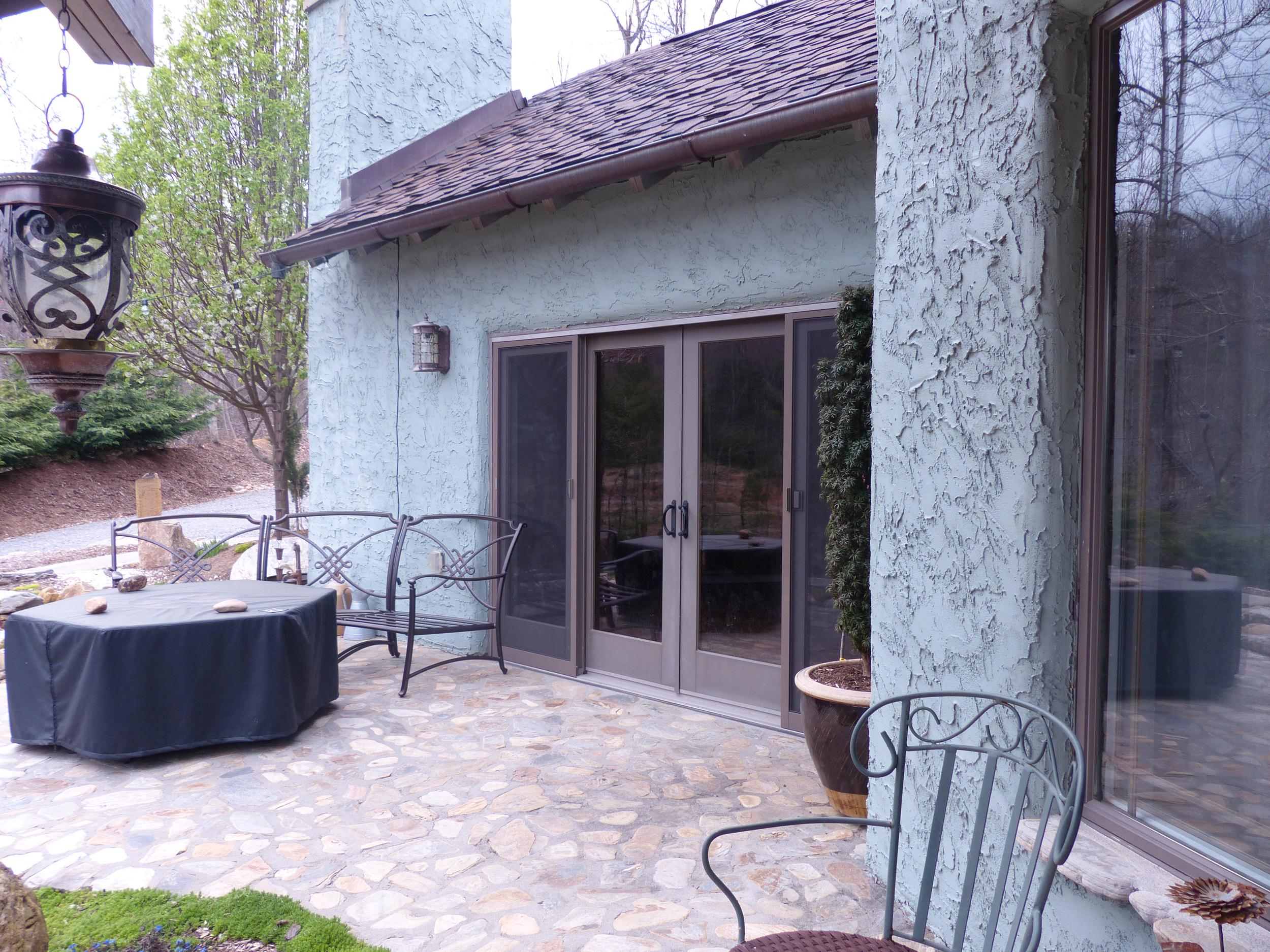 Beautiful low maintenance habitat built by Tim Carter using insulation board wall panel construction.