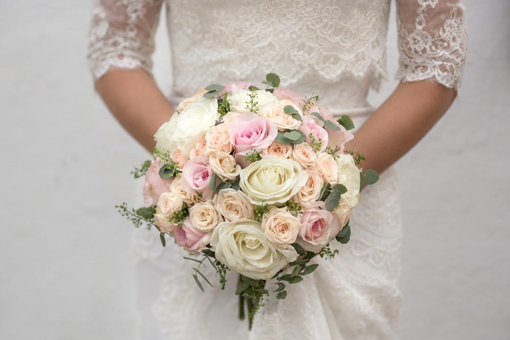 Details-Flowers-Bride-20-Photographer-Nelly-del-Arbo.jpg