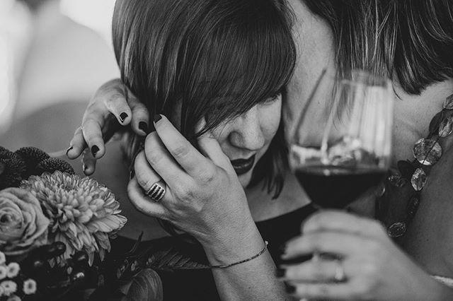 Cuando te has dejado la piel para ayudar a organizar el evento y te hacen el reconocimiento en publico. Desbordan las emociones. #mejoramiga❤ #bodas2019 #nellydelarbo #weddingphotographers #destinationweddingsinspain #myfavoritewedding #emocionesysentimientos