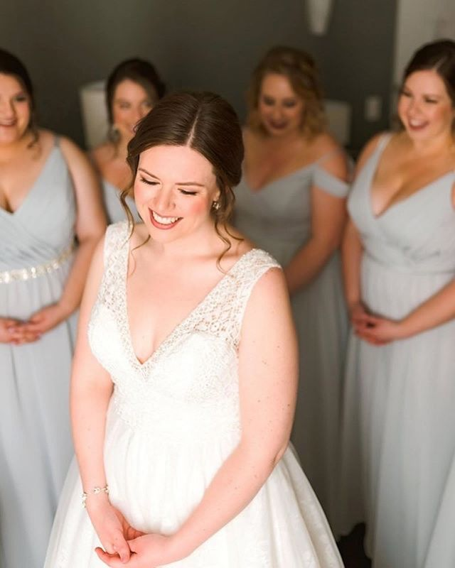 Sweetest bride ever! Loved doing the hair for Leanne and her bridal party! Makeup by @jillsollarsmakeup 📸: @erinschmidtphoto