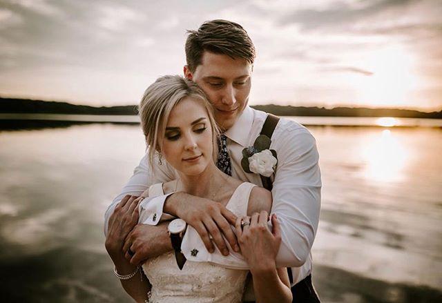 ✨ A glowing and gorgeous DDG bride during golden hour ✨. 📸: @hansluuuu  #ddg #dropdeadgoegeous #bridalhair #bridalmakeup #detroitbride #michiganbride #michiganwedding #weddingday #aisleready #theknot #weddingwire #weddingvibes