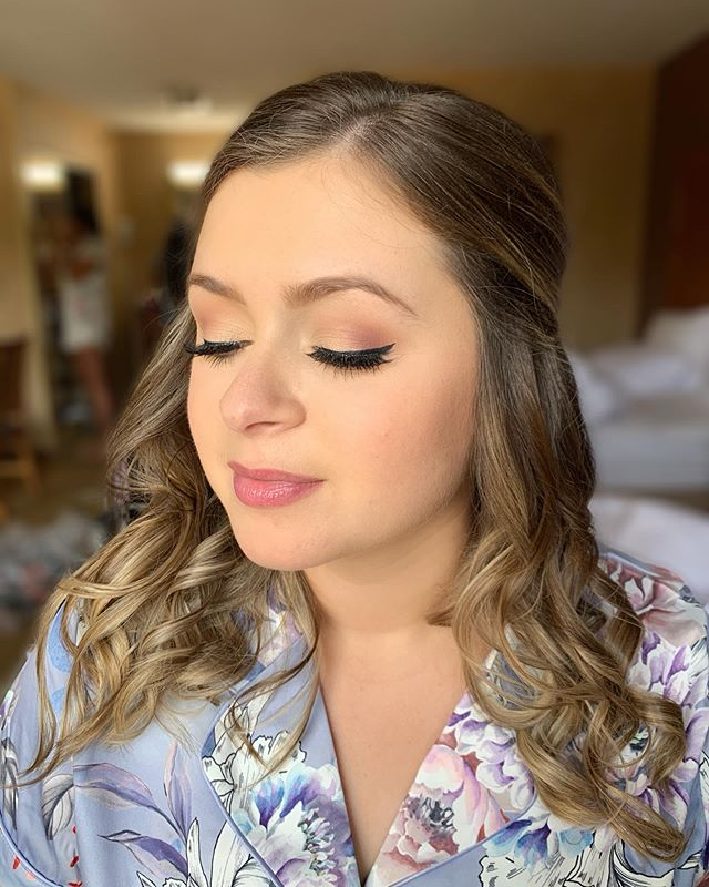 Beautiful, natural makeup for one of the bridesmaids at today wedding! Love the slight cat eye! #detroitbride #deteoitmua #detroitwedding #michiganbride #michiganwedding #michiganmua #theknot #aisleready