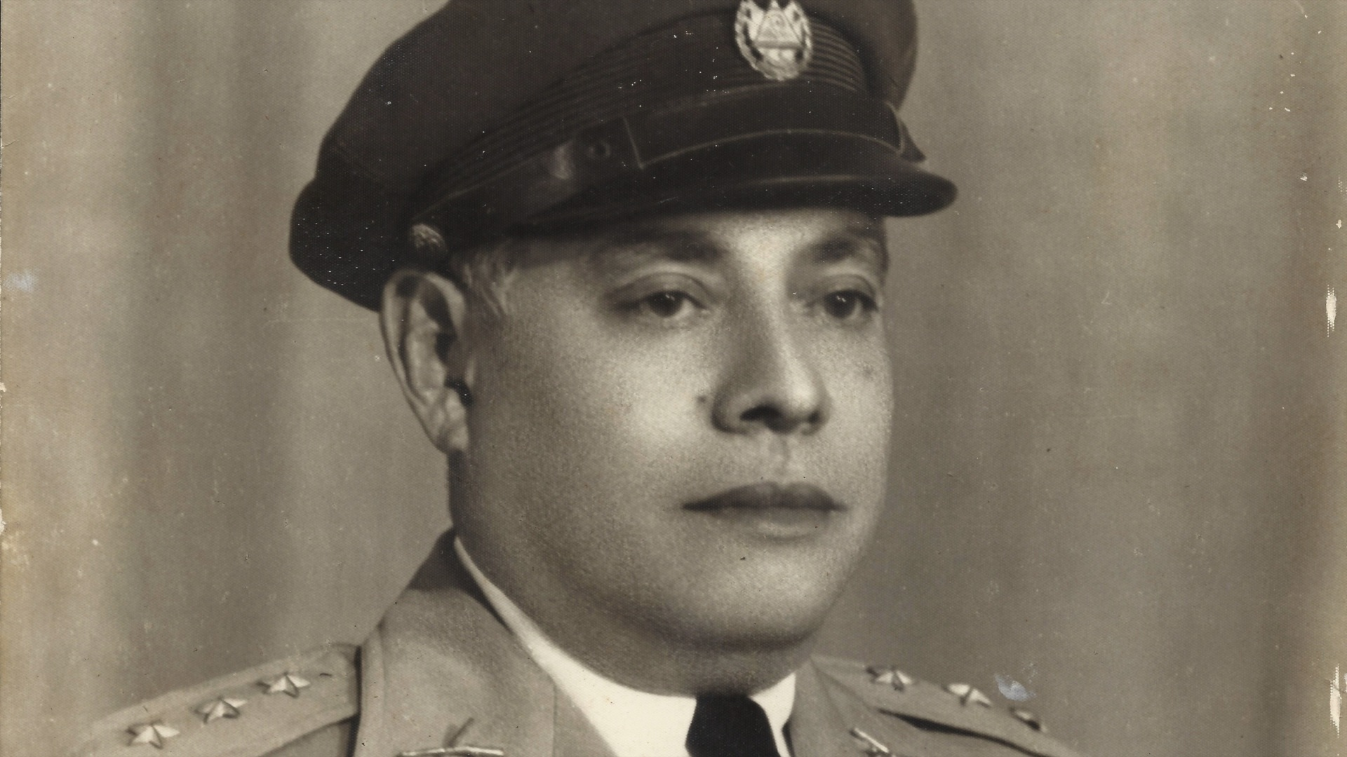 An army colonel and diplomat from El Salvador who helped save tens of thousands of Jews from Nazi persecution during World War II by providing them with false Salvadoran identity papers was honored in Germany.