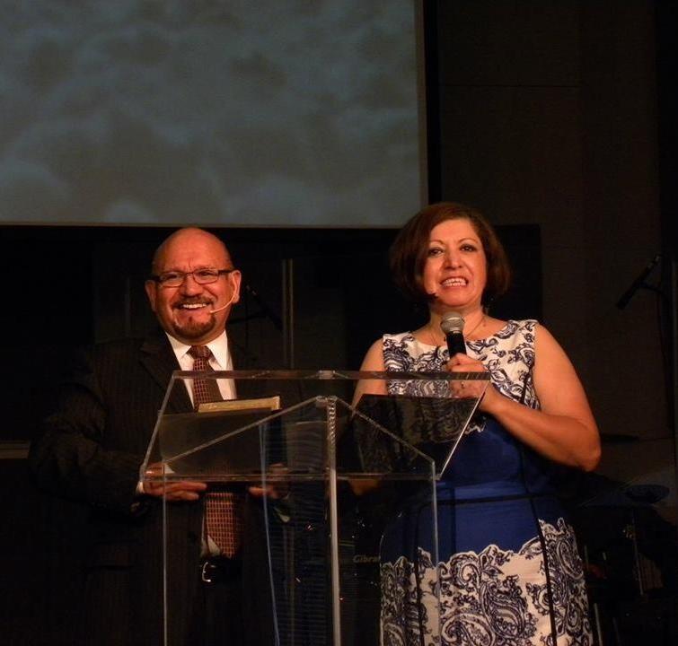 Obispo David y Jeaneth Mata  Pastores
