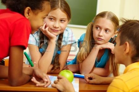 13631138-retrato-de-los-escolares-en-el-aula-de-amigos-en-el-chat.jpg