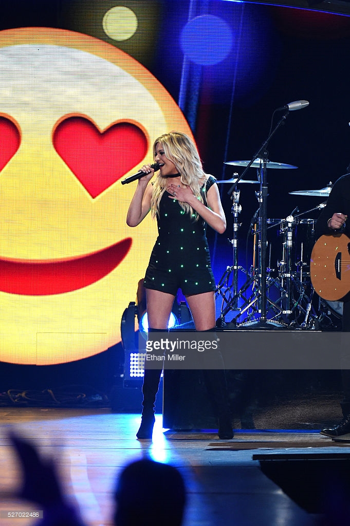 Kelsea Ballerini ACC Award Performance