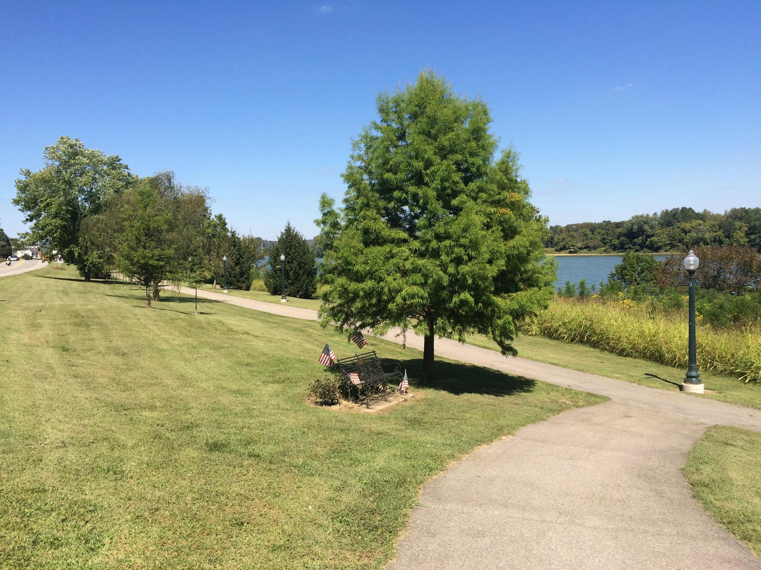 Brief bike path along the Ohio River