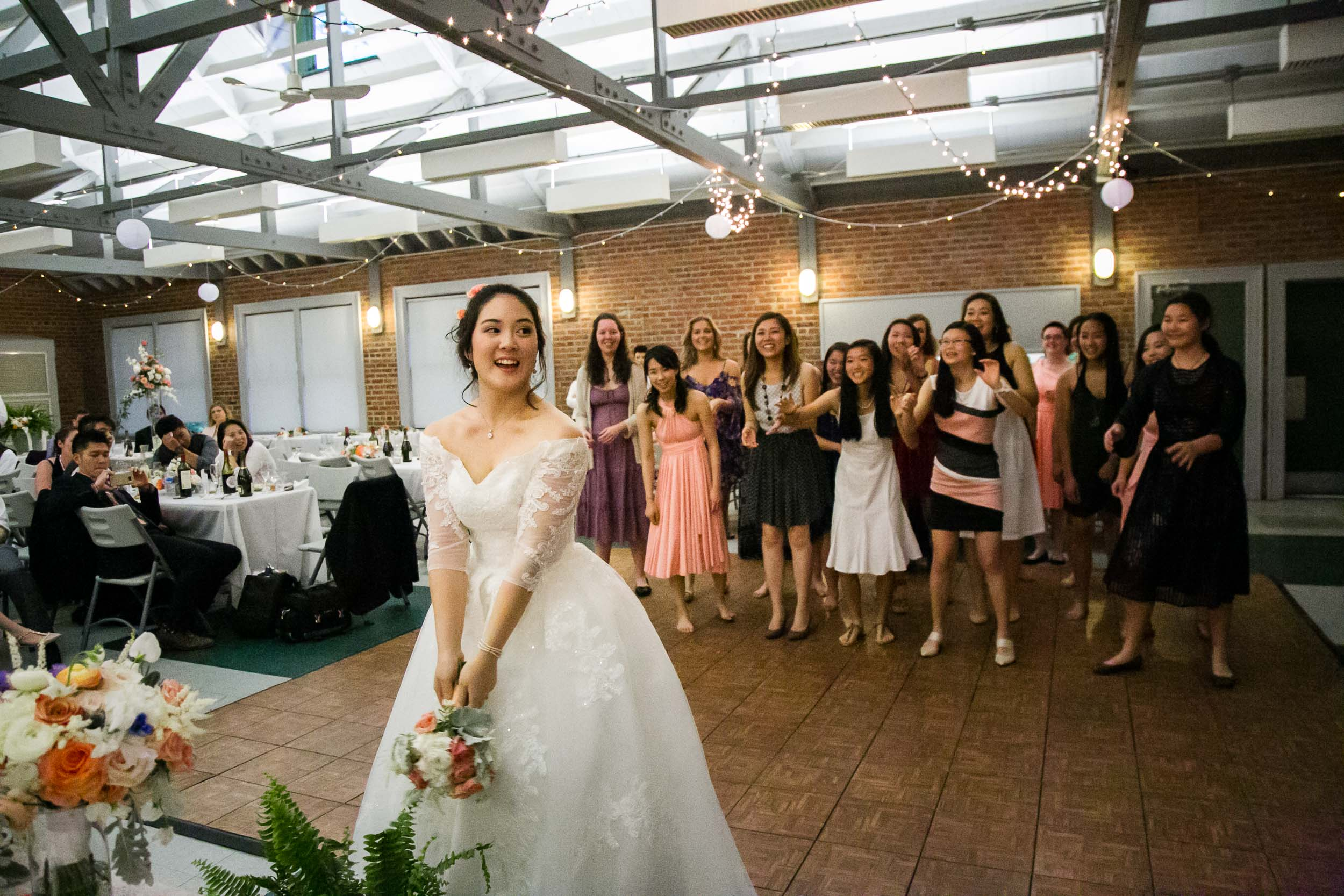 Raleigh Wedding Photographer | G. Lin Photography | Bride standing and getting ready for the bouquet toss
